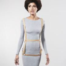MAZE - Arnés en cámel con forma de vestido